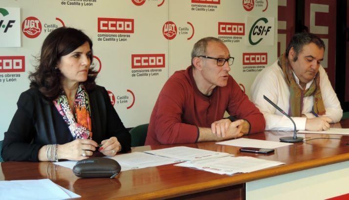 Raquel Fernández (CSIF), Carlos J. López (CC OO) y Tomás Pérez (UGT).