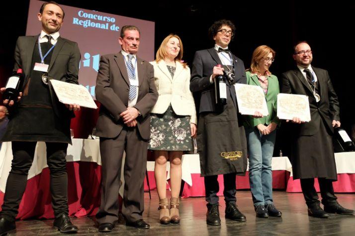 Muñoz, (1º dcha.) tras el concurso.