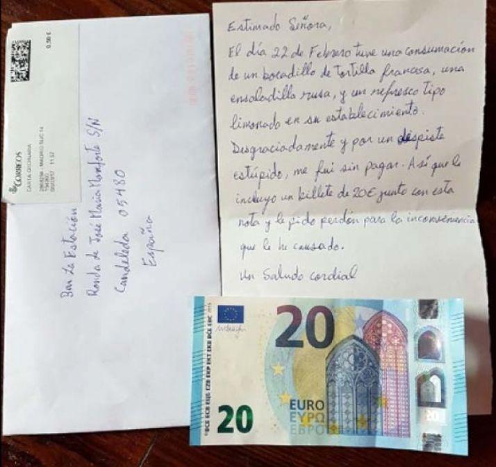 La carta y el billete enviados.