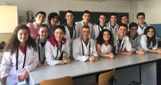 Alumnos de IES en el laboratorio.