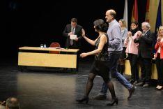 Autoridades saludan a los nuevos jurados. /Patricia Lapresta