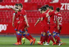 Los jugadores rojillos celebran el gol de Jairo.