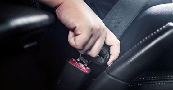 El cinturón de seguridad es obligatorio.