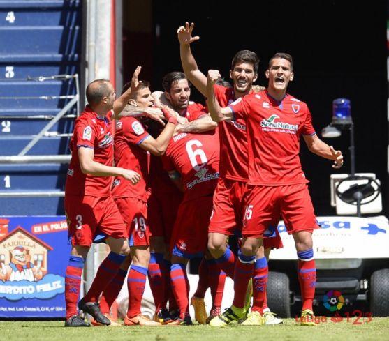 Los jugadores rojillos celebran el gol del empate.