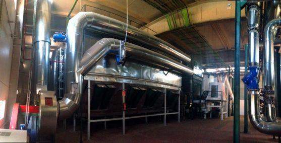 Filtros de mangas en el interior de la central.