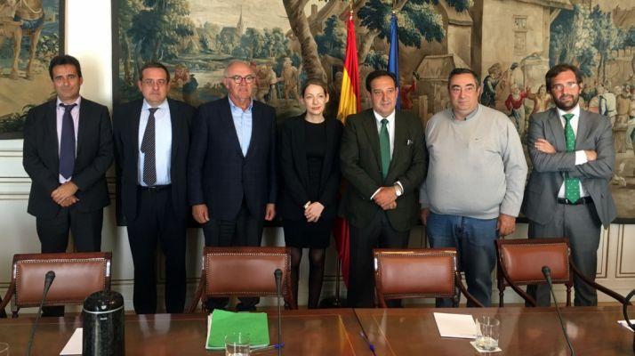 Gómez, (2º Dcha.) en la reunión en Madrid. /ASAJA