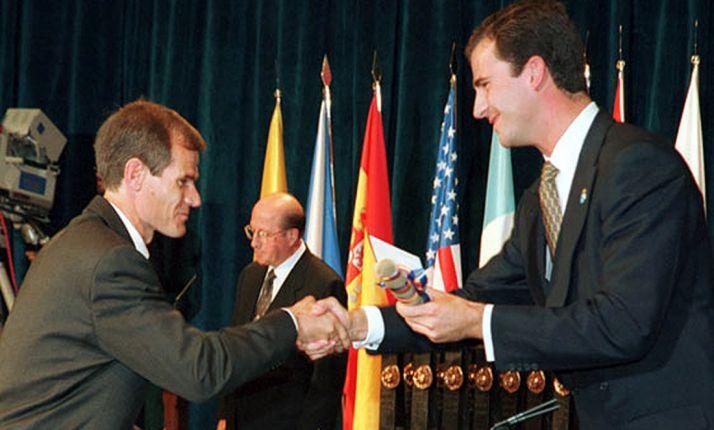 Antón con el Príncipe de Asturias en 1997.