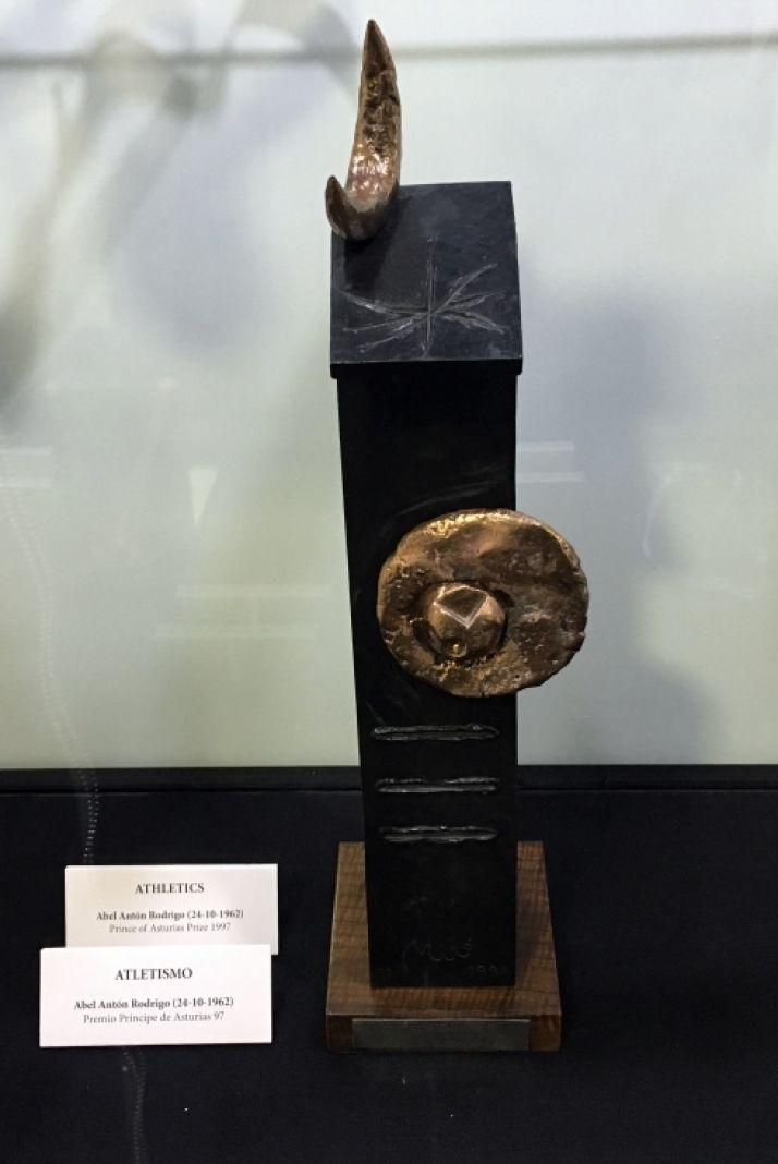 La estatuilla del premio diseñada por Miró.