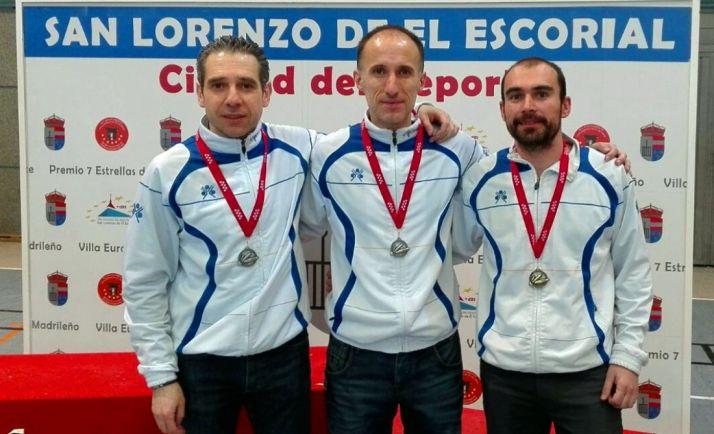 Los jugadores con sus medallas./CBS