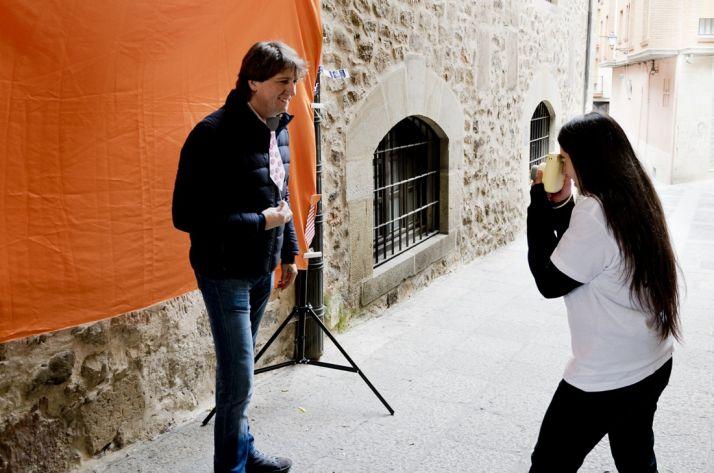 Carlos Martínez participando en el Fotomatón. /Patricia Lapresta