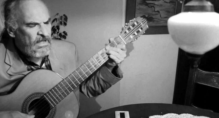 El cantautor peruano.