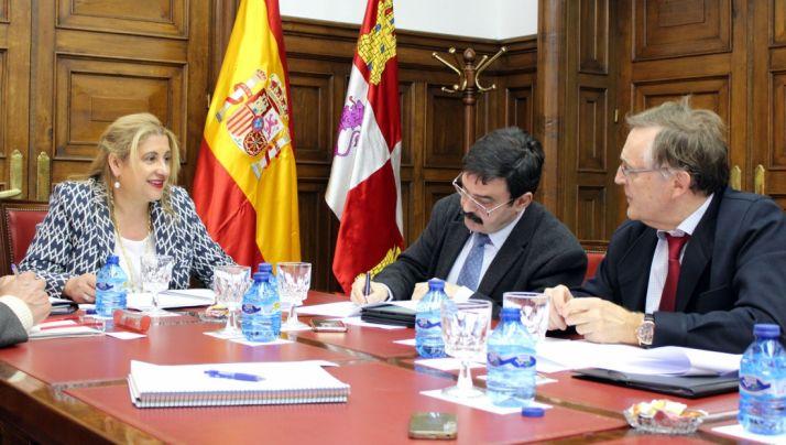 La subdelegada con responsables de la Confederación del Ebro.