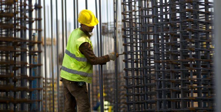 Un trabajador de la construcción en una imagen de archivo. /SN