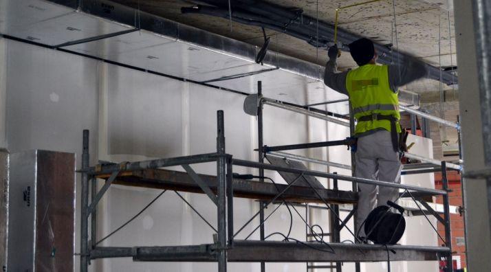 Un trabajador de la construcción en una obra en Soria. /SN