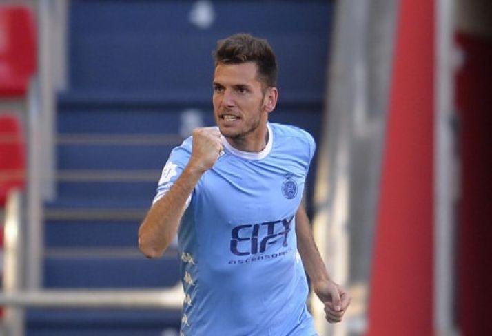 Alcalá celebra el gol. Liga123