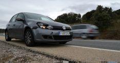 Un vehículo tras un atropello a un animal incontrolado en la N-122, en el Madero. /SN