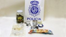 Objetos y dinero decomisados por los agentes del CNP.
