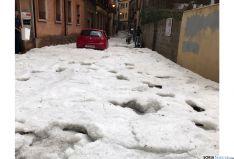 Granizo en la calle Venerable. /SN