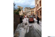 Labores de achique en un tramo de la calle Venerable./SN