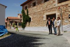 Visita institucional a una acutación en Velilla de la Sierra. /Dip.
