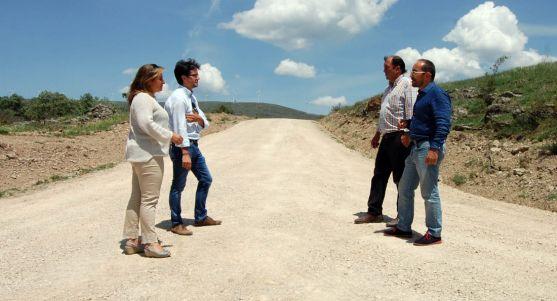 Visita institucional a una acutación en Castilfrío. /Dip.