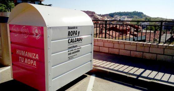 Un contenedor de ropa usada en Los Pajaritos.