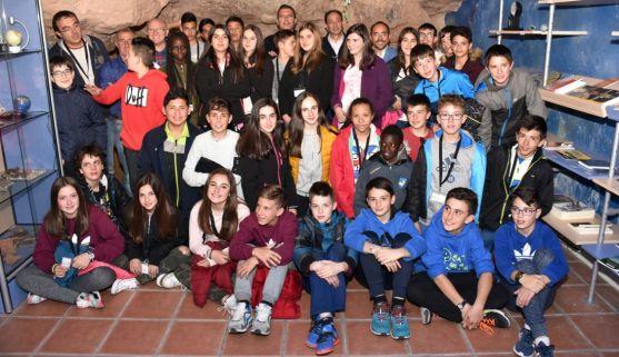 Alumnos del CRIE Bilingüe anoche (martes) en el observatorio./Jta.