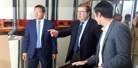 Juan Vicente Herrera, en el centro, junto al alcalde (izda.) en su visita a Ólvega./SN