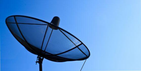 Una antena para recepción de señal vía satélite.