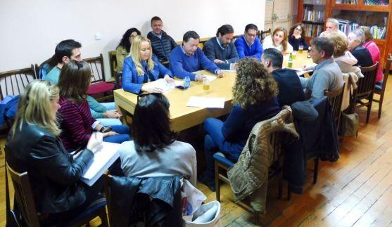 Concejales del PP con miembros de la agrupación vecinal del Casco.