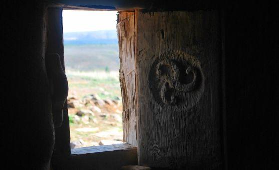 Una de las ventanas de la edificación. /SN