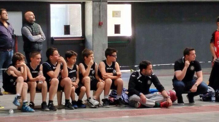 Jugadores del CSB en el banquillo.
