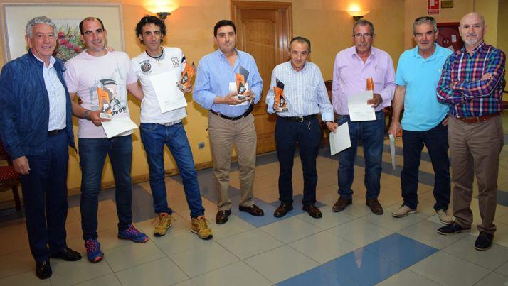 Ganadores y representantes de la cooperativa.