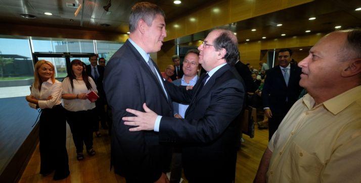 Herrera, con José V. De los Mozos (Renault) en presencia de Faustino Temprano (CCOO).
