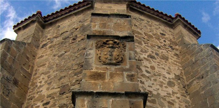 Detalle del ábside de la iglesia parroquial de La Póveda.