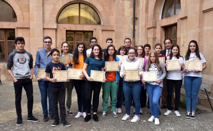 Foto de familia de los ganadores./Jta.