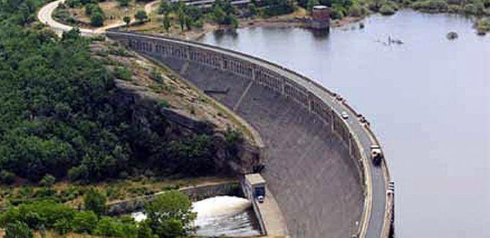 Vista aérea de la presa del pantano.