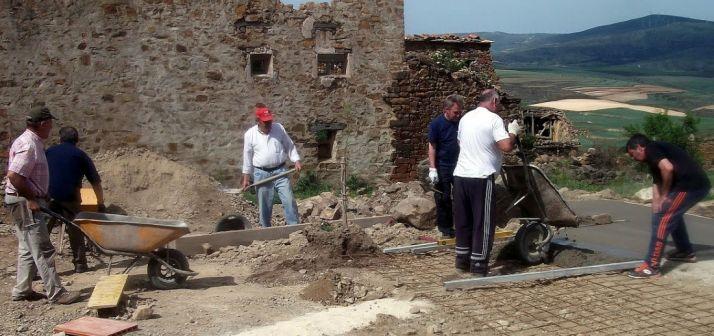 Labores de la hacendera de Sarnago este fin de semana./AAS