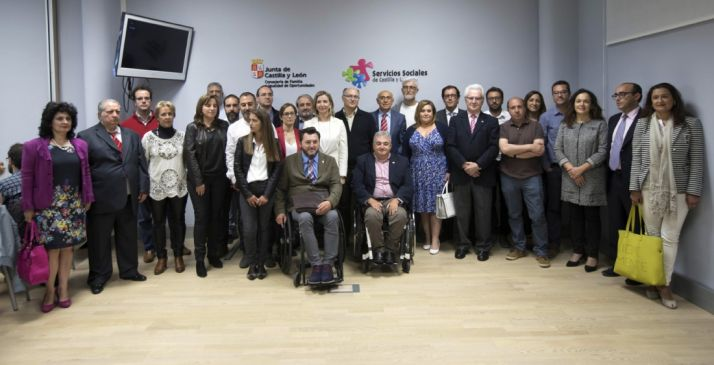 Representantes de las organizaciones y de la Junta en la presentación del acuerdo.