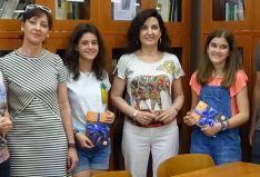 Las alumnas con sus premios.