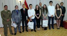 Foto de familia de los galardonados en el Día de la Subdelegación de Defensa en Soria.