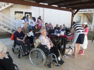 Foto 4 - Jornada de convivencia intergeneracional entre la residencia geriátrica y el colegio de Ágreda