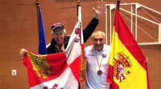 López, con la medalla y Brandes.