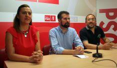 Luis Tudanca entre Virginia Barcones y Luis Rey este martes en la sede del PSOE soriano. /SN