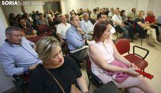 Asistentes al encuentro con el secretario general de los socialistas de CyL./SN