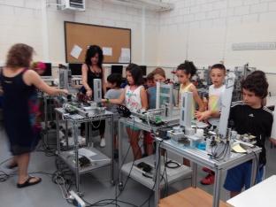 Foto 4 - Alumnos de infantil y primaria aprenden los oficios del CIFP Pico Frentes