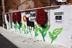 500 flores, en el mural homenaje a la 'rosa sanjuanera'. /SN