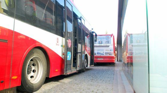 Autobuses en Mariano Granados./SN