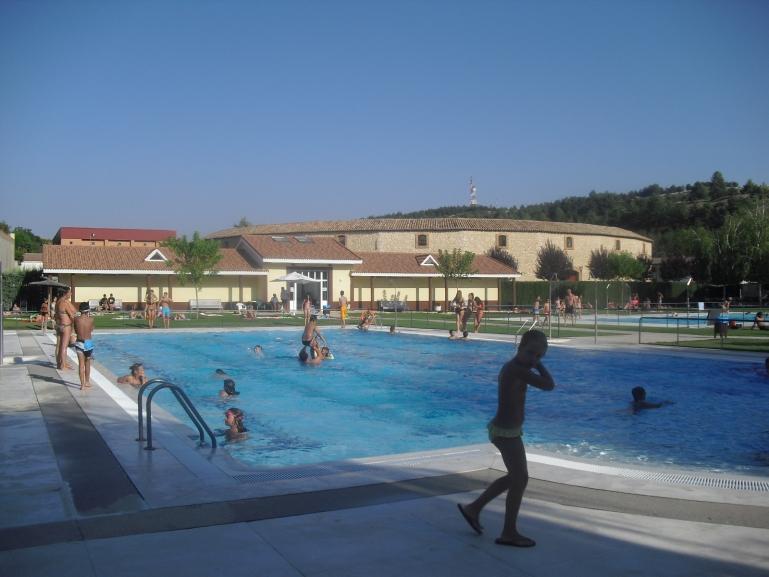 Bañistas disfrutando de las piscinas de verano de El Burgo de Osma.