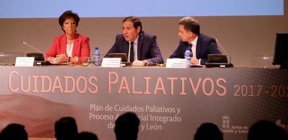 El consejero de Sanidad, en el centro, en la presentación del plan.
